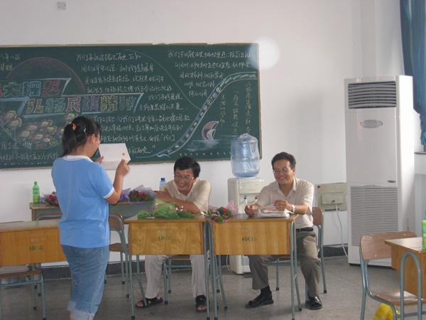 庆祝教师节主题班会活动4